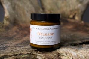 With Aromatherapy Essential Oils of Kunzea, Fragonia, Eucalyptus and Frankincense.
